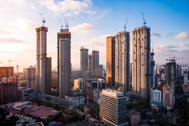 건설 중인 뭄바이 스카이라인 고층 빌딩