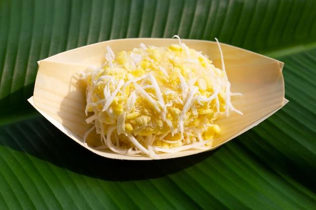 緑豆ライスクレープとココナッツ。タイのデザート
