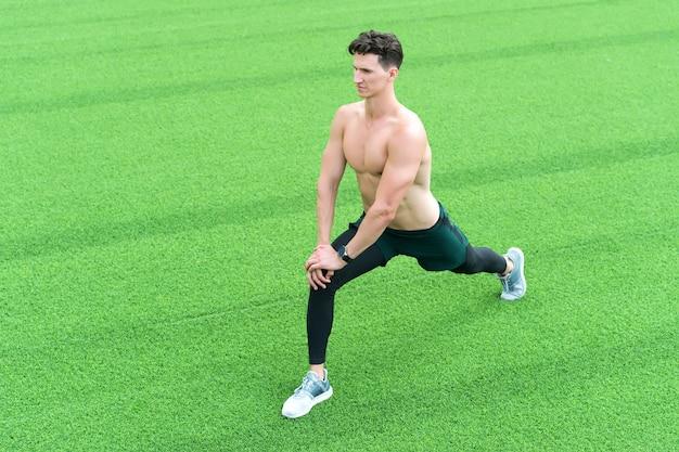 야외 운동, 스포츠 개념 전에 워밍업 근육 운동 선수.