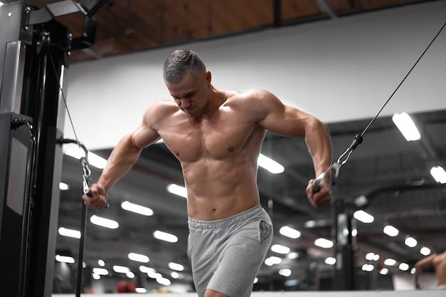 피트니스 장비에 근육 운동 보디 서 훈련 가슴과 어깨 근육