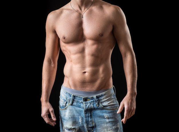 筋肉質の男性の体