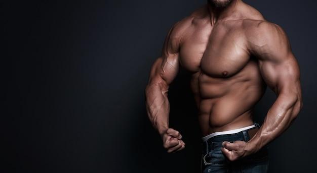 근육질 남성 몸통
