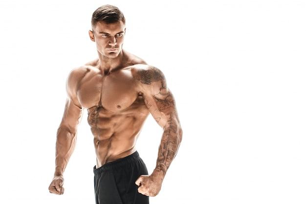 흰색 장면에 포즈 근육 슈퍼 높은 수준의 잘 생긴 남자