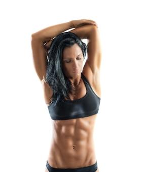 ストレッチのポーズで筋肉質の女性