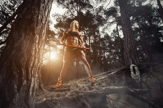 斧で筋肉の女性