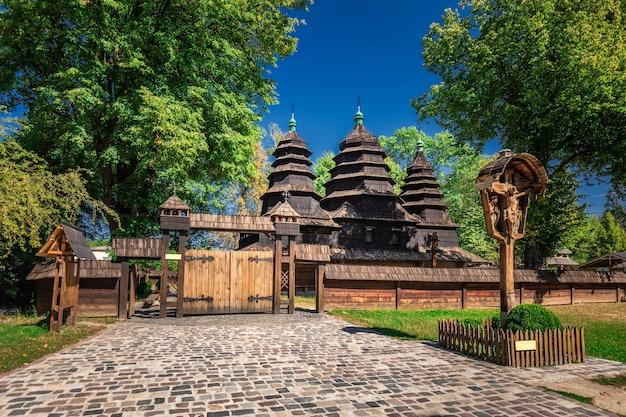 Музей народной архитектуры и сельской жизни во львове, украина