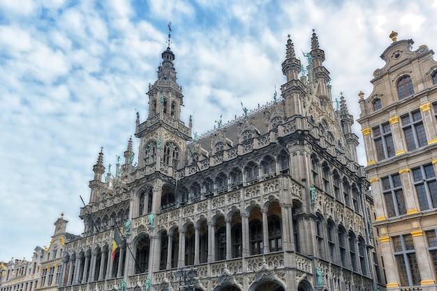 Музей города брюсселя, расположенный в maison du roi (королевский дом) в брюсселе. бельгия.