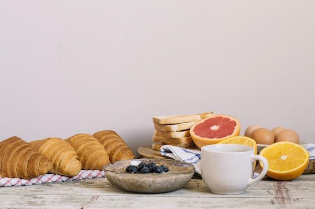 Мучные и кондитерские изделия на завтрак
