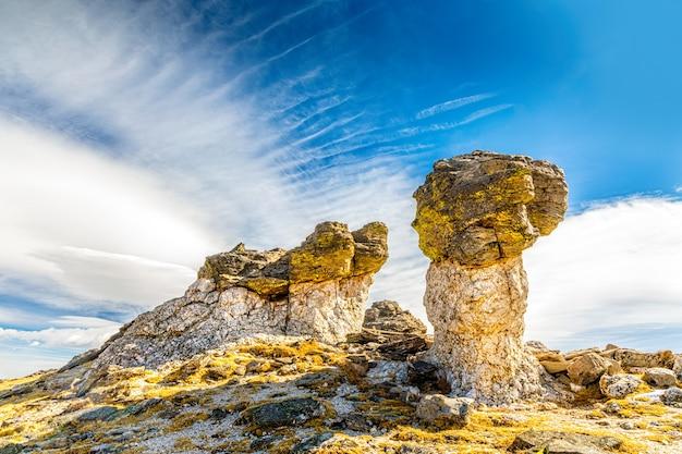 Грибные скалы в национальном парке роки-маунтин, колорадо