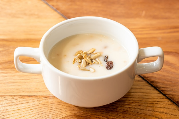 ボウルにキノコのスープ