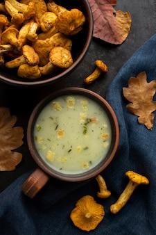 Грибной суп на ткани