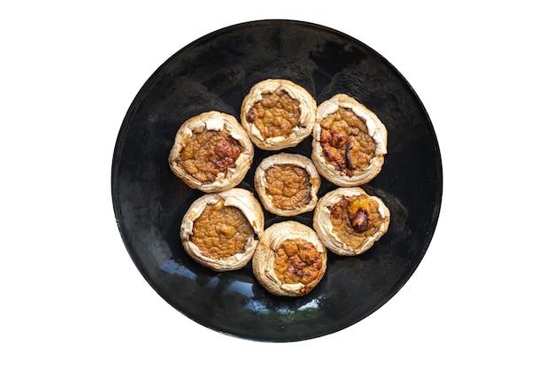 きのこ詰め肉きのこ焼きたてのポークビーフチキンまたは七面鳥のおやつをテーブルに