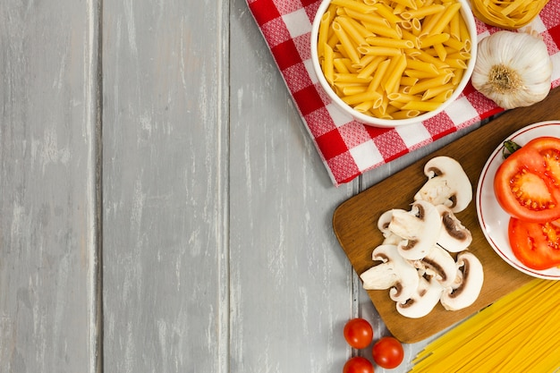 Mushrooms with pasta and tomatoes