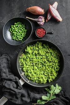 マッシーピーのレシピは、フライパンとエンドウ豆をミントエシャロットペッパーと塩でボウルに入れて調理しました