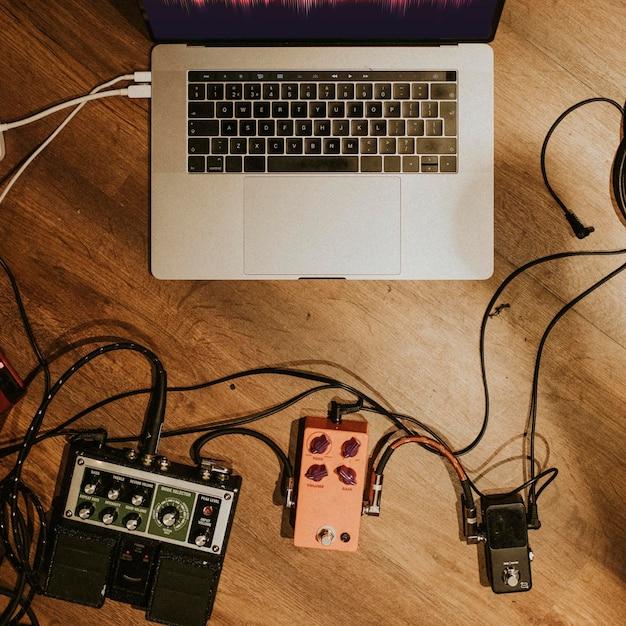音楽の美的レコーディングスタジオ、ラップトップ、オーディオインターフェイスのhd画像