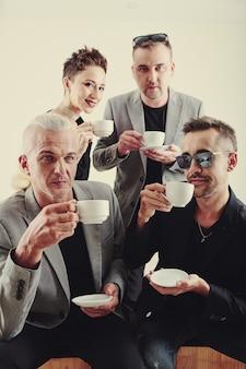 Музыкальная группа, пьющая te