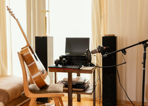 홈 스튜디오의 음악 장비
