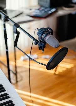 屋内の音楽制作機器