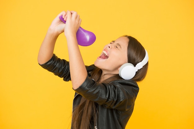 Музыкальное образование пение расческа микрофон студия звукозаписи красивый голос развивающий голос голос