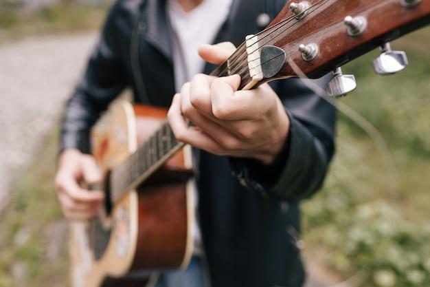 ミュージシャンギタープレーヤーアーティストパフォーマー練習コンセプト