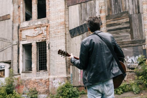 ミュージシャンギタープレーヤーアーティストセレナーデパフォーマーライフスタイルコンセプト