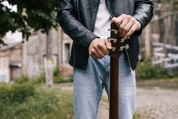ミュージシャンライフスタイルギターチューニングアーティストパフォーマーコンセプト