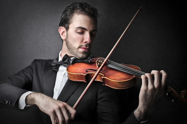 Musician playing on the violin