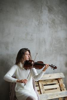 ミュージシャンのバイオリンの演奏