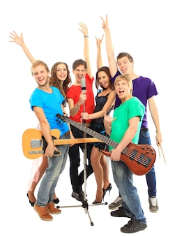 흰색 배경에 고립 된 콘서트에서 악기를 연주 음악가 그룹