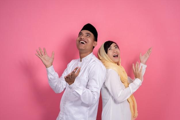 Copyspaceを探しているイスラム教徒のカップル