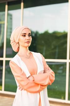 Мусульманская девушка в хиджабе