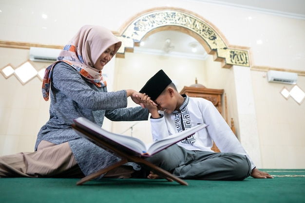Muslim kid pay respect to his teacher
