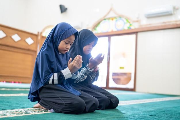 Muslim kid praying to god
