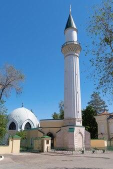 ミナレットキャラバンサライのあるイスラム教のモスク建築の記念碑歴史的建造物