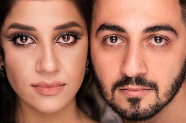 イスラム教徒の女性と男性。アラブの少女と伝統的な衣装を着た男の肖像画をクローズアップ。
