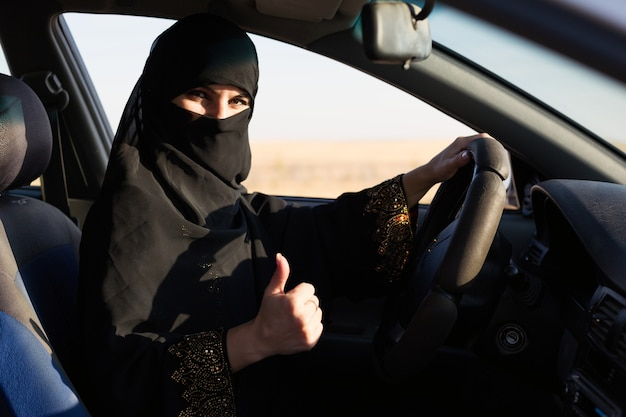 Мусульманка получила лицензию на вождение автомобиля