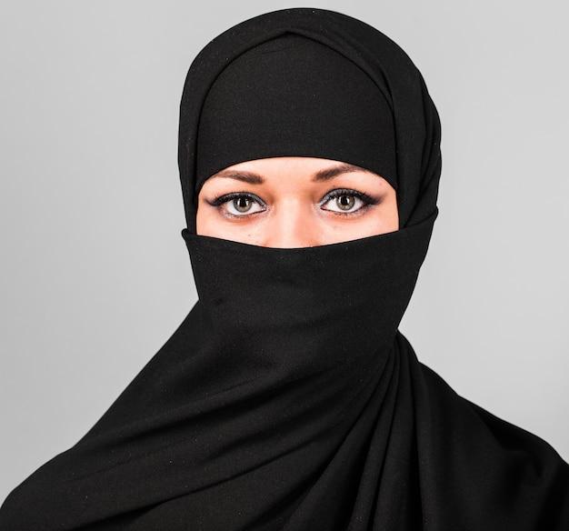 니캅을 입은 이슬람 여성. 니캅과 사우디