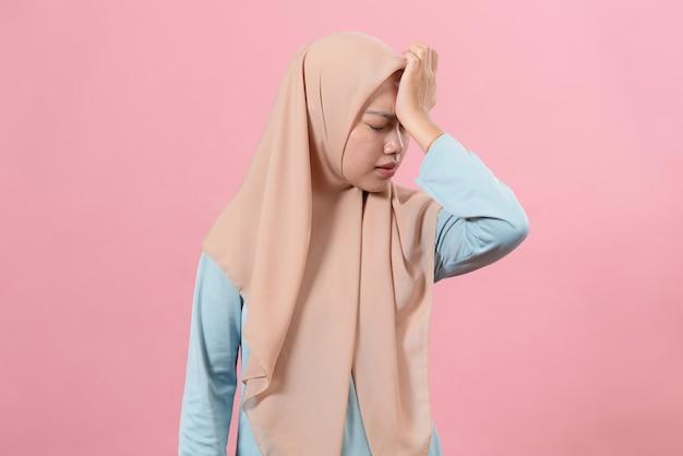 생각이 많다고 스트레스 받는 무슬림 여성