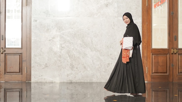 Muslim women after worship will leave the mosque