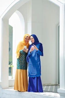 パーティーでイスラム教徒の女性