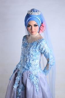 Muslim women's wedding makeup and dress