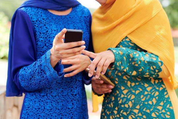 Muslim women using new mobile application