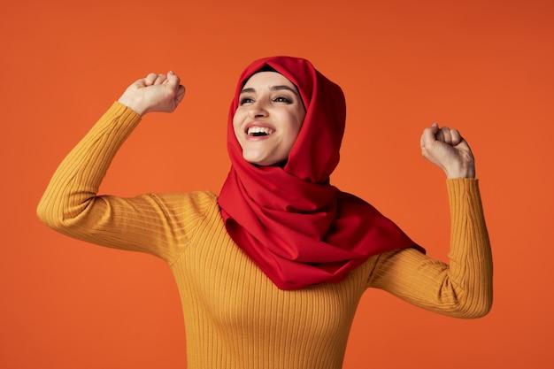 幸せなモスリン女性