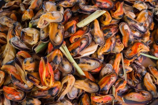 ムール貝は食欲をそそるシーフードメニューです。
