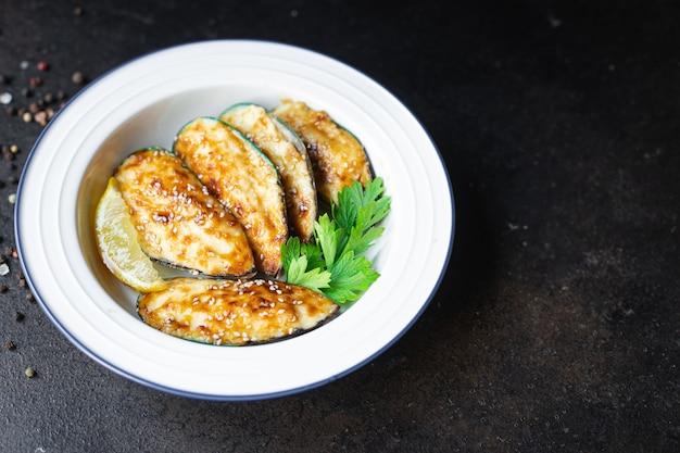 ムール貝クリームソース焼きチーズシーフードミールスナックテーブル上のコピースペース食品背景素朴な