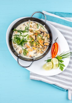 Mussels in creamy milk sauce with aromatic herbs and lemon.