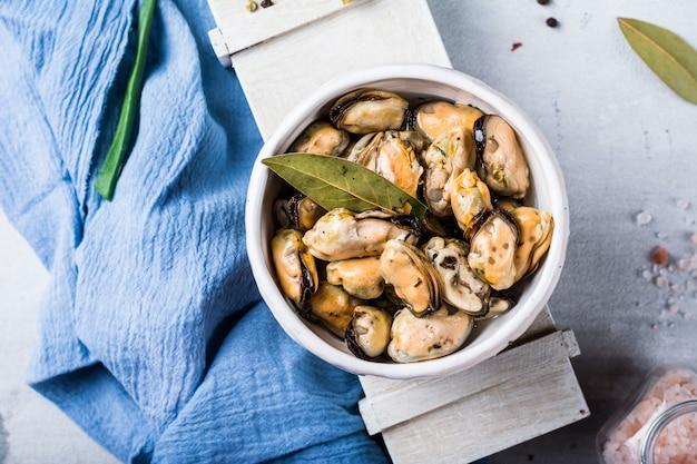 Mussels, molluscs, seaweed, sea plants, mussel meat, healthy food, seafood, gourmet food, mediterranean cuisine, delicious dish