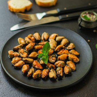 Mussels in oil (delicious seafood) portion serving.
