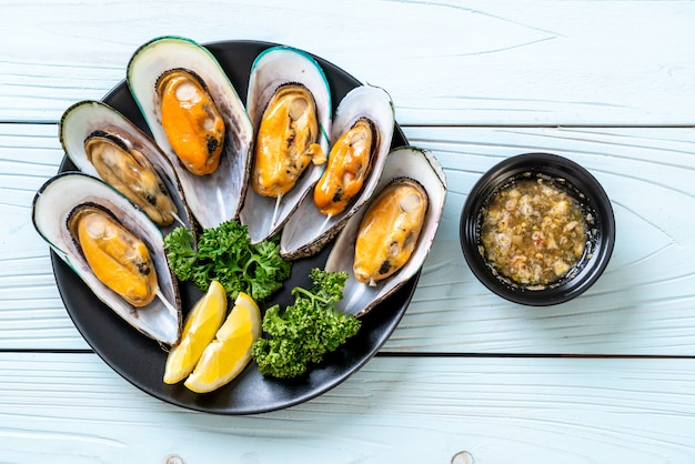 Mussels with lemon and parsley