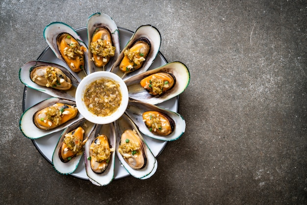 Mussels with spicy seafood sauce